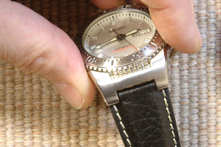 how to put watch strap on